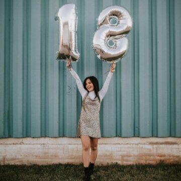 Glückwünsche zum 18. Geburtstag – Freche Sprüche zur Volljährigkeit
